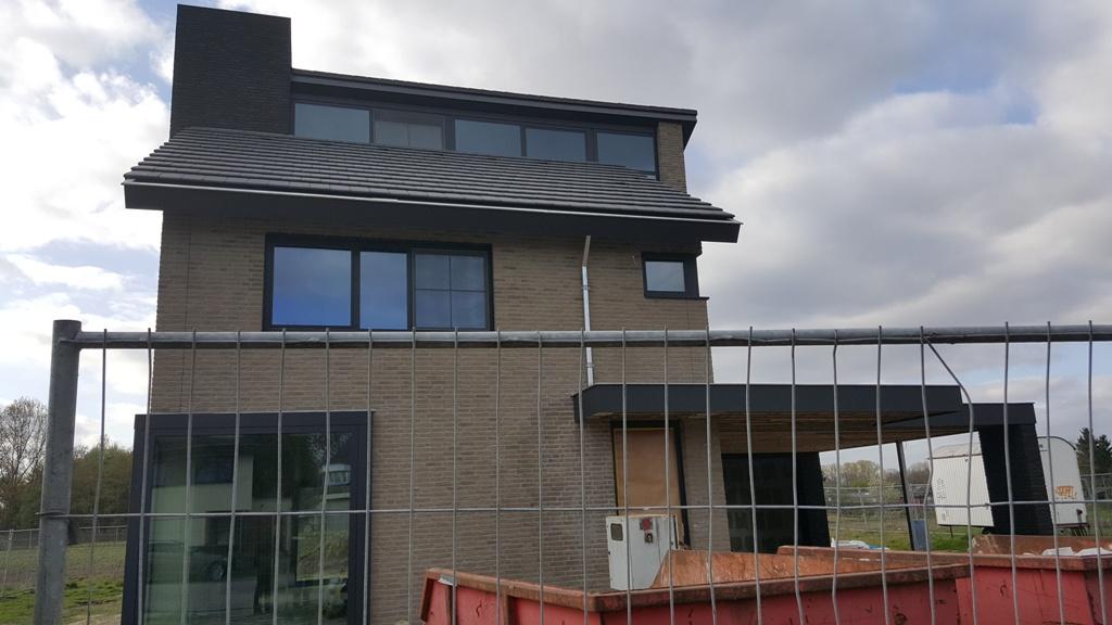 Bouw moderne woning in volle gang coen heijmans for Moderne bouw